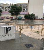 Continúan las obras de construcción de una pista de patinaje y una zona de baloncesto en Santa Isabel
