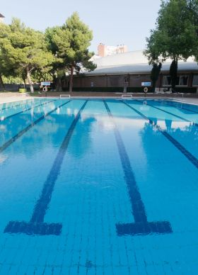 Las piscinas municipales preparan su apertura para el 4 de julio con dos turnos de acceso, precios reducidos y medidas especiales contra el Covid-19