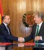 El Gobierno municipal y el Real Zaragoza llegan a un acuerdo para actualizar los asientos de La Romareda y financiar actuaciones de promoción del fútbol base