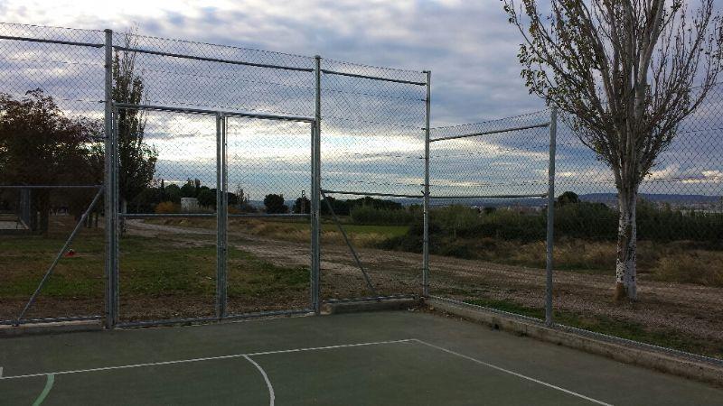 Repaso de valla perimetral de simple torsión (Grapas, anclajes, tensado de sirgas, etc.). [Fecha: 13/11/2013]