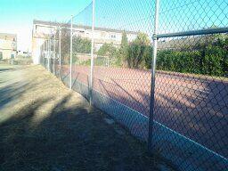 Limpieza y desbroce interior de Pista de Fútbol Sala. [Fecha: 27/11/2013]