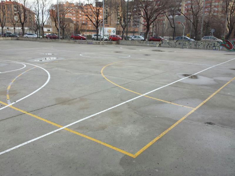Marcado de lineas de juego de Baloncesto y Fútbol Sala. [Fecha: 20/01/2014]