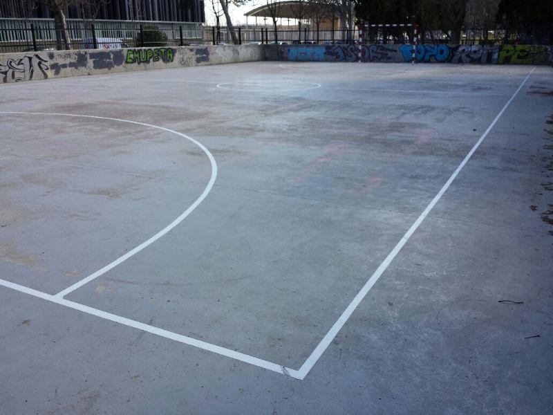 Pintado del lineado de la Pista de Fútbol Sala. [Fecha: 20/02/2014]