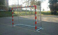 Instalación de dos porterías antivandálicas en la Pista de Fútbol Sala.  [Fecha: 13/03/2014]