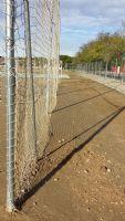 Sustitución de 2 unidades de postes parabalones colocados detrás de las porterías. [Fecha: 21/11/2013]