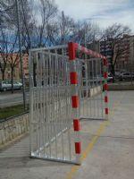 Instalación de nuevas porterías antivandálicas en la Pista de Fútbol Sala. [Fecha: 18/02/2014]
