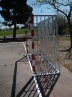 Instalación de porterías antivandálicas en Pista de Fútbol Sala. [Fecha: 11/04/2014]