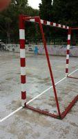 Reparación de barrotes de porterías en la pista de Fútbol Sala. [Fecha: 28/05/2014]
