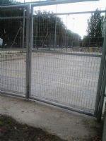 Reparación de la puerta de acceso en la Pista de Fútbol Sala [Fecha: 09/09/2014]