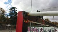 Reparación de un larguero de una de las porterías tras diversos actos de vandalismo [Fecha: 14/11/2014]