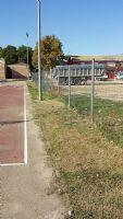 Limpieza exterior e interior de la pista de Baloncesto, dentro del marco de actuaciones del Plan de Empleo Social. [Fecha: 30/11/2014]