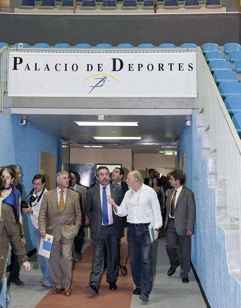 Visita del Alcalde de Zaragoza  y el consejero de Fomento y Deportes al Palacio de Deportes