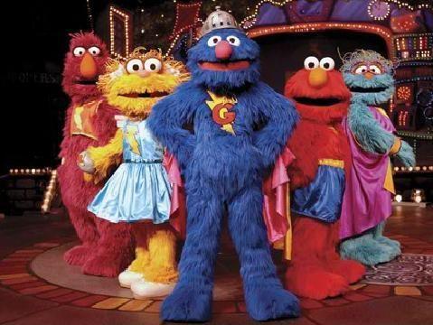 ¡Únete a Epi, Blas, Triqui (el Monstruo de las Galletas), el Conde Draco, Elmo y los demás personajes en esta nueva aventura de Barrio Sésamo!