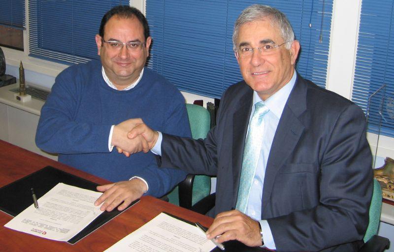 Zaragoza Deporte firma un convenio para desarrollar cursillos de Pádel