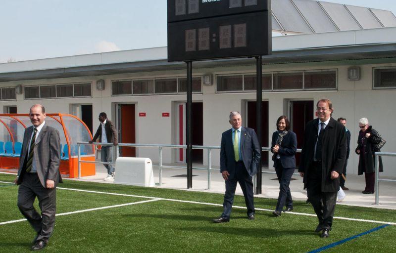 Los nuevos campos municipales de fútbol de Delicias estrenan césped artificial, vestuarios y cafetería