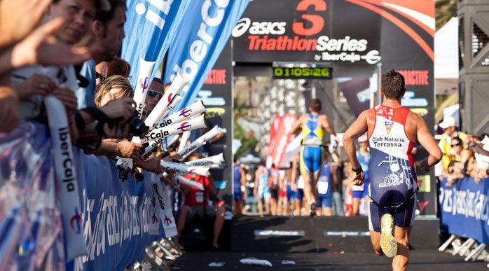 Firma del acuerdo entre el Triathlon Series by Polar y sus patrocinadores principales