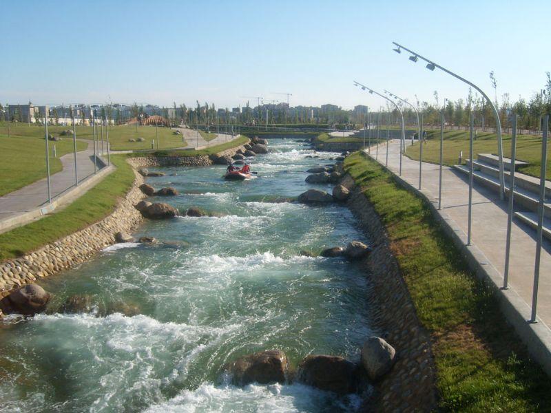 El canal de aguas bravas del Parque del Agua vuelve a la acción ocho meses después