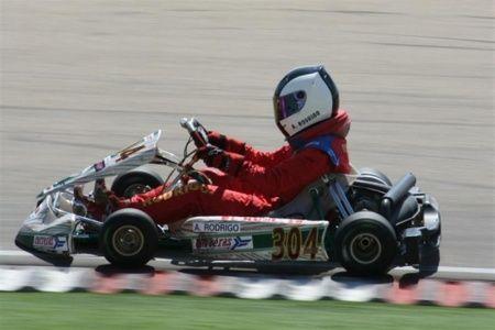 Zuera fue escenario de una interesante y calurosa jornada de karting en el certamen regional