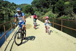 Vías verdes, disfrútalas este verano paseando, haciendo running o en bicicleta.