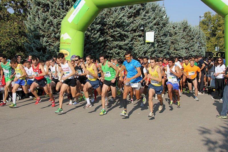La «Carrera Popular Pilar 2011» reunió a casi un millar de atletas en una mañana con ambiente festivo
