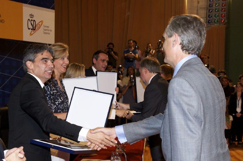 Stadium Casablanca ingresa en la Real Orden del Mérito Deportivo