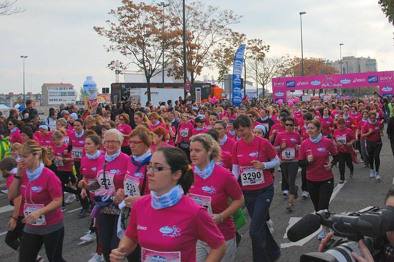 4.000 corredoras tiñen Zaragoza de rosa