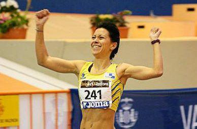 Isabel Macías logra la cuarta mejor marca española de la historia en 1.500 en Pista Cubierta