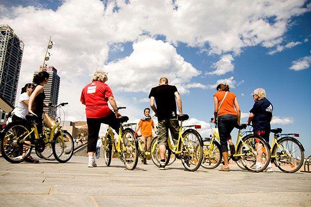 ¿Te gustaría aprender a montar en bici o mejorar tu técnica para moverte por la ciudad? Ven a la «BiciEscuela» para adultos