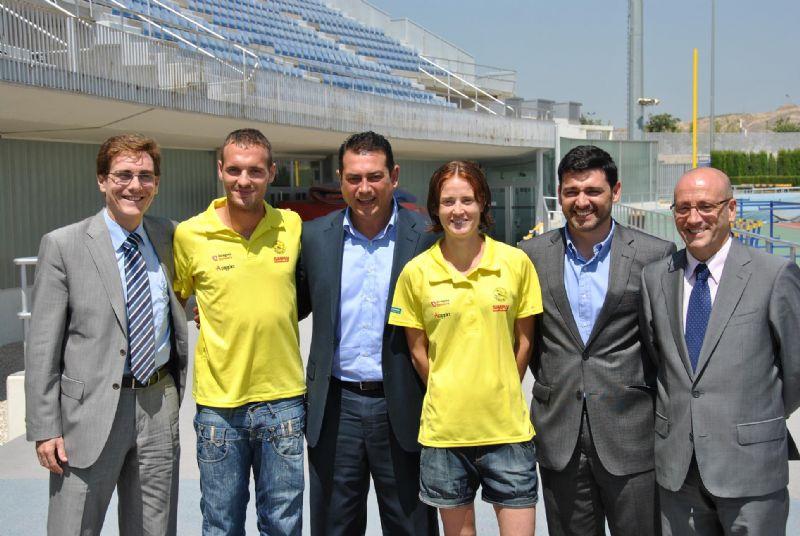 Supermercados Simply renueva su patrocinio con el Club de Atletismo Scorpio 71
