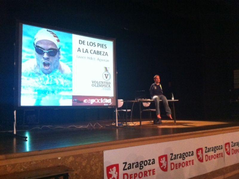 Éxito de la conferencia «De los pies a la Cabeza» impartida ayer por el deportista paralímpico Javier Hernández