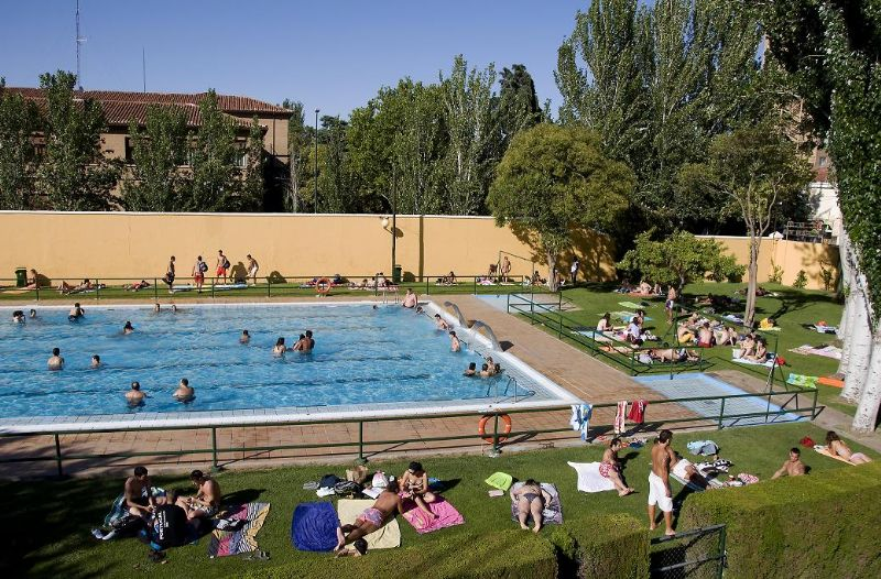 Las piscinas de verano cierran con un total de 833.797 usos