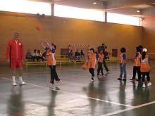 El baloncesto se muestra como una alternativa de ocio en la cárcel de Zuera.