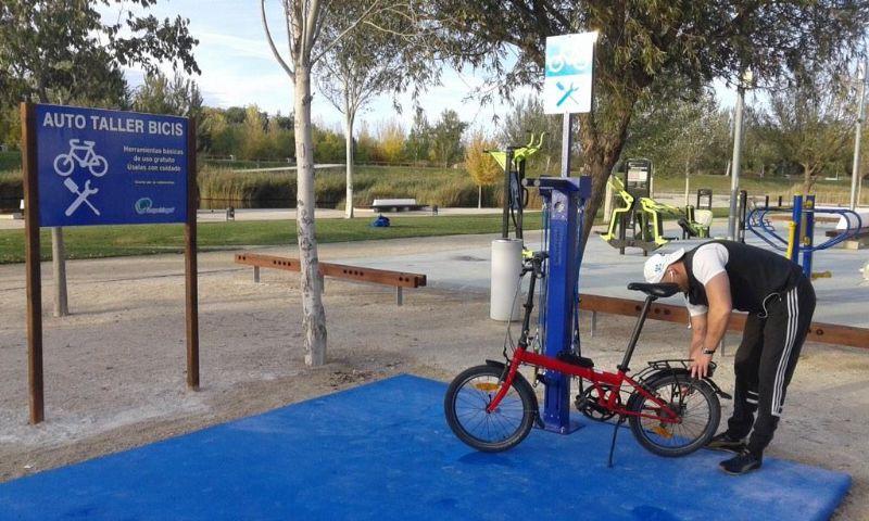 Repara tu bicicleta o patines gratis en el Parque del Agua