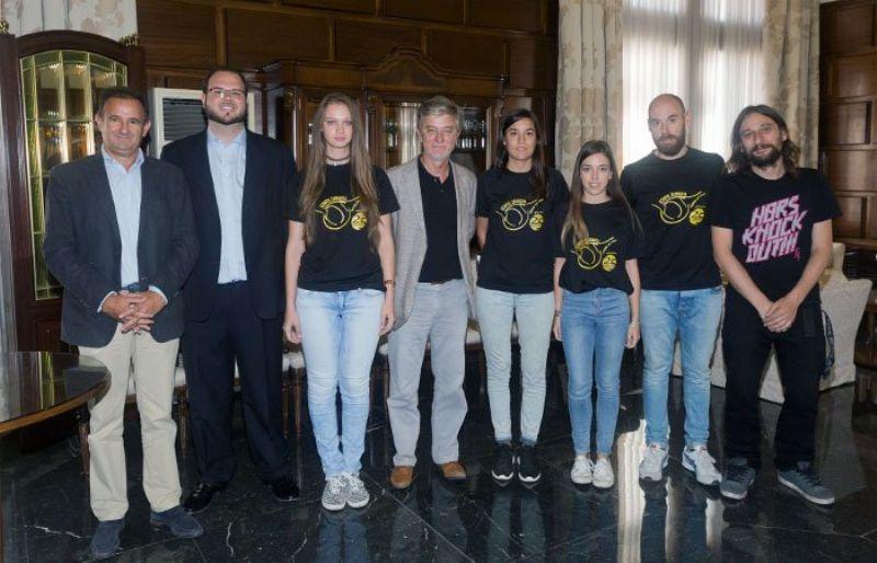 El Ayuntamiento recibe al School Zaragoza Tenis de Mesa
