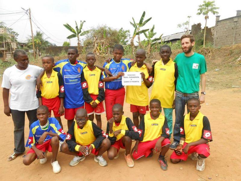Donación de material deportivo para niños y jóvenes de Camerún