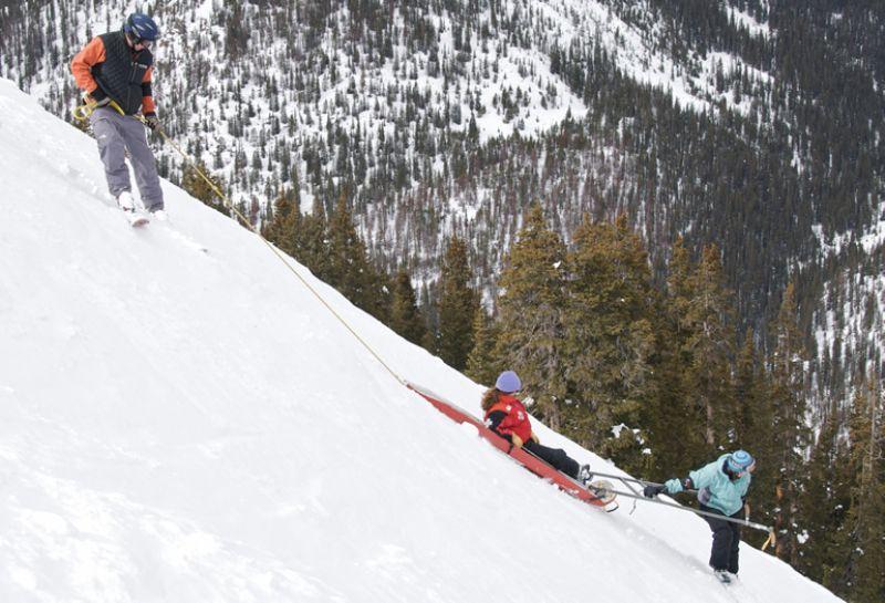 ¿Cómo evitar una lesión de rodilla esquiando?