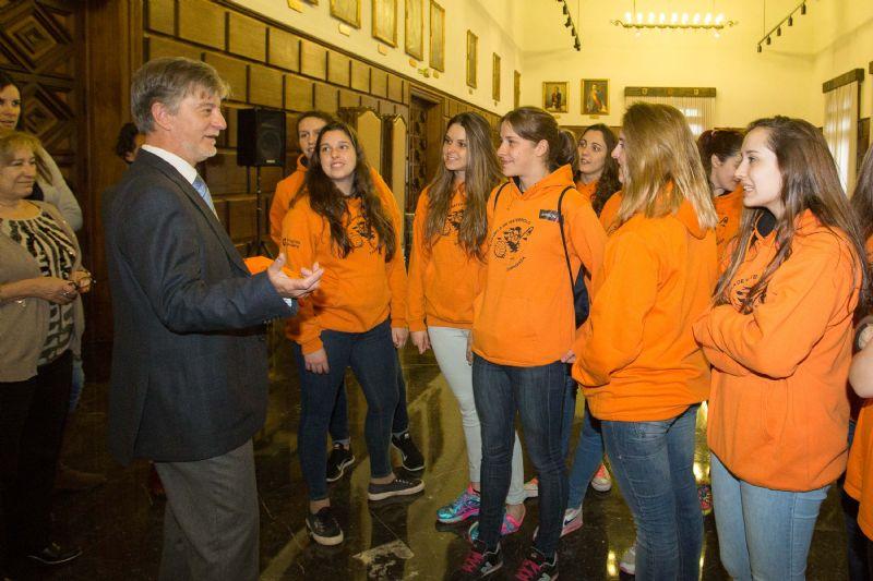 El Alcalde de Zaragoza recibe al Club Escuela de Waterpolo