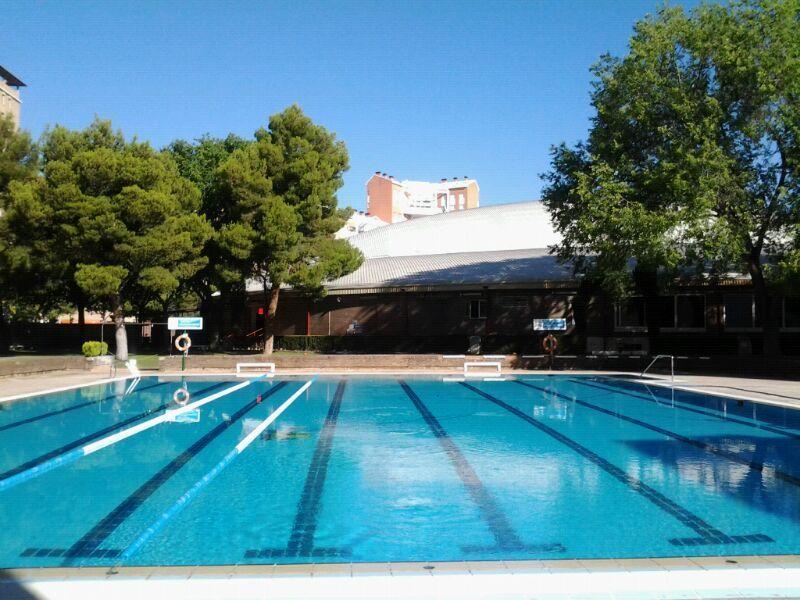 Calles para practicar la natación en las piscinas de verano