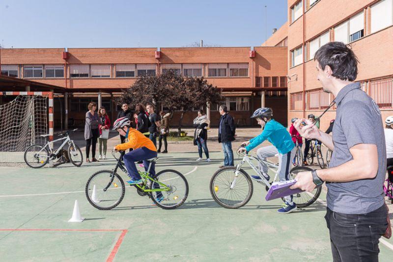 «La Bici en el Cole» enseñará a circular a 1.600 estudiantes de Primaria y Secundaria este año