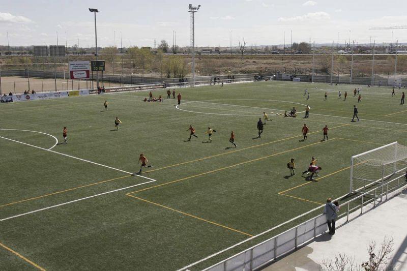 El Ayuntamiento de Zaragoza alcanza un acuerdo marco con los clubes para la regulación de los campos municipales de fútbol