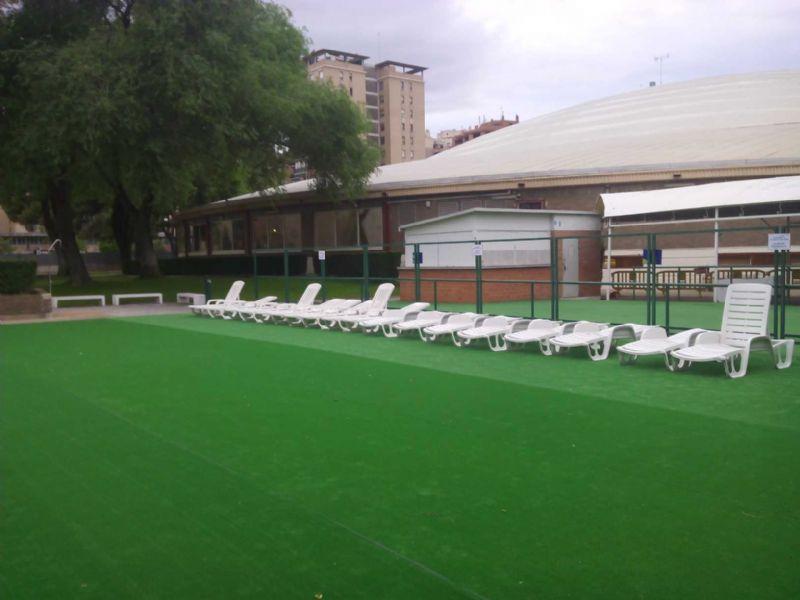 Ampliación del servicio de solarium en varias piscinas municipales