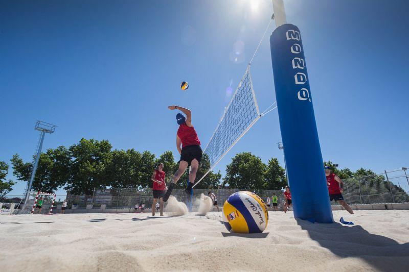 El CDM Actur inaugura el primer equipamiento municipal para practicar deportes de playa en Zaragoza