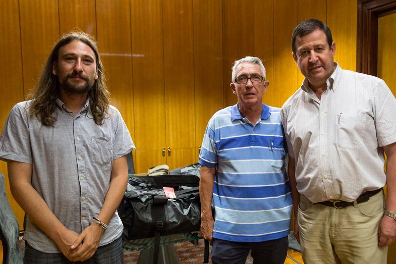 El Ayuntamiento entrega el premio ALTUS entre los usuarios del programa senderista ZaragozAnda