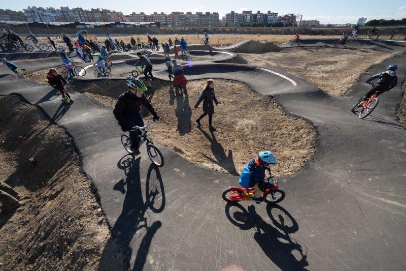 Parque Goya estrena su nuevo pump-track, un circuito de saltos para bicicletas adaptado a todos los niveles