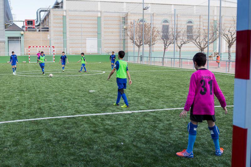 El Ayuntamiento renueva las pistas polideportivas exteriores de los centros deportivos municipales La Granja y Alberto Maestro