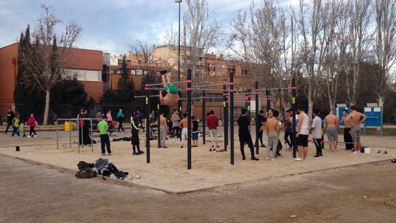 Mucha participación y gran ambiente en el nuevo «Street Workout» del Parque Torre Ramona