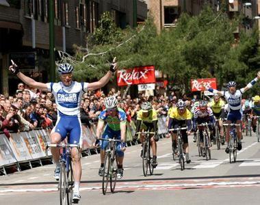 La Vuelta a Aragón se resiste a desaparecer.