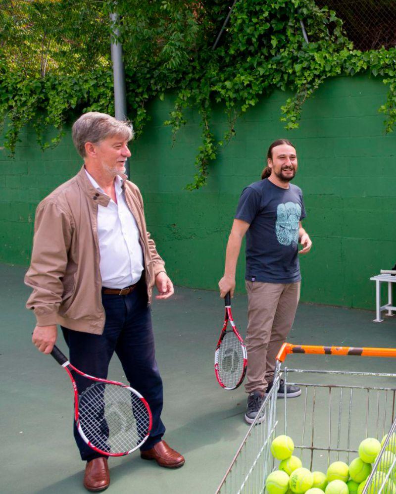 El Ayuntamiento de Zaragoza respalda un programa para acercar la práctica del tenis a colectivos con dificultades