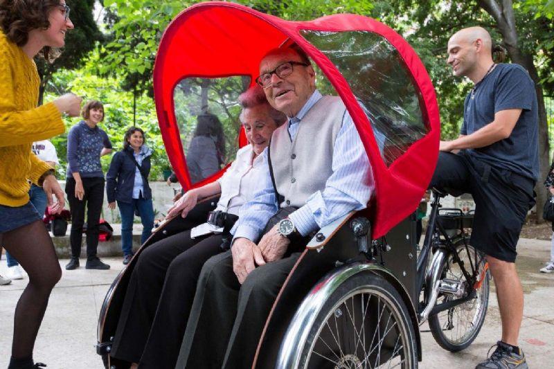 Las personas mayores volverán a sentir las canas al viento con el programa piloto «En Bici Sin Edad»