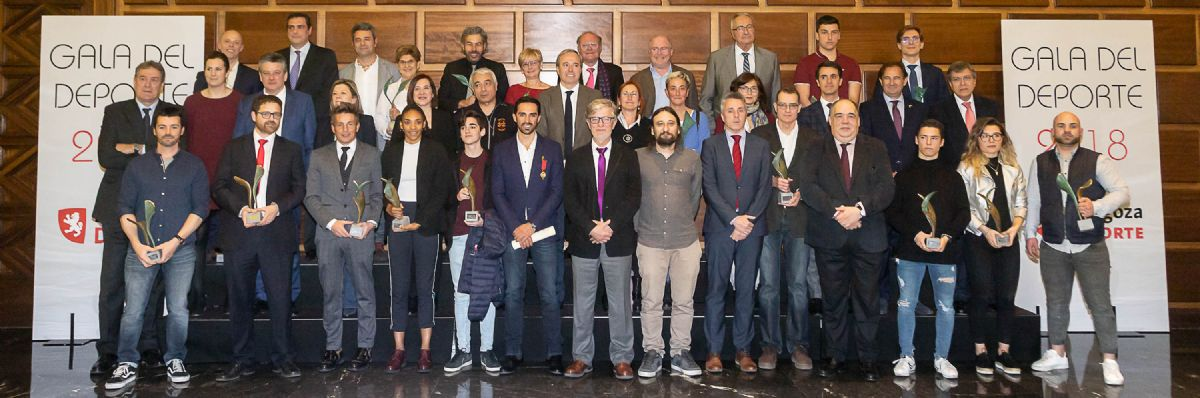El Ayuntamiento entrega a Alberto Contador la Medalla al Mérito Deportivo Ciudad de Zaragoza